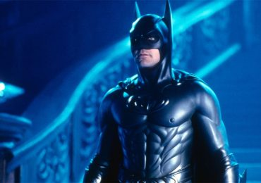 Joel Schumacher exculpa al Batman de George Clooney