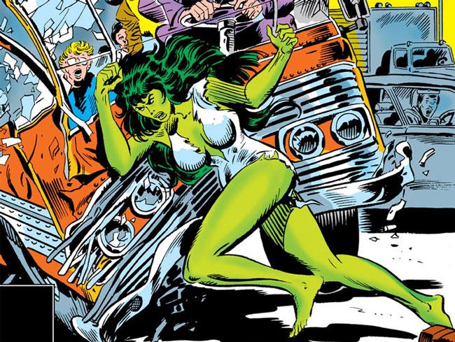 She Hulk destruyendo un camión.