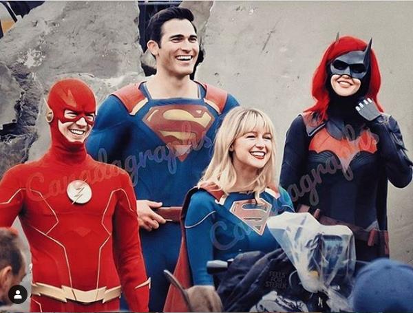 Flash, sUPERMAN, batwoman y Supergirl en el set de Crisis en las Tierras Infinitas. ¿Y Arrow?