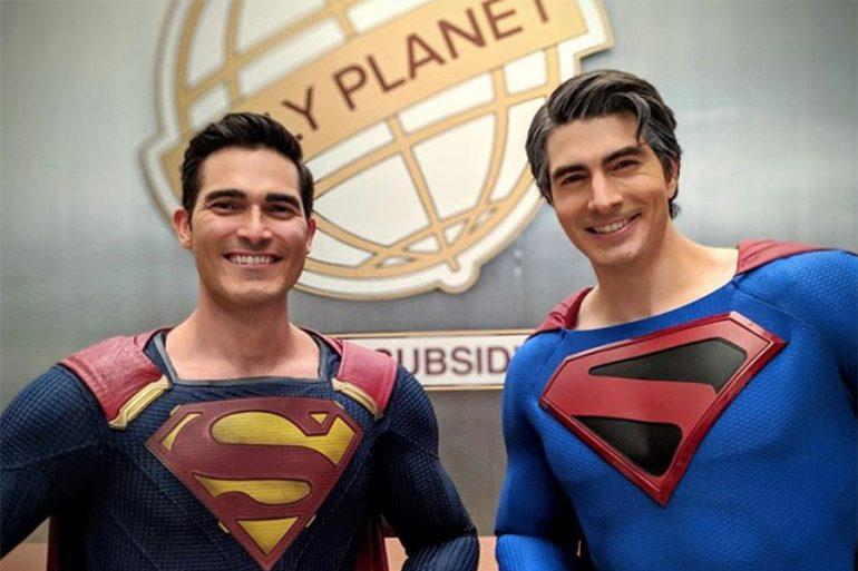 La reunión de Superman y Superman en las Tierras Infinitas