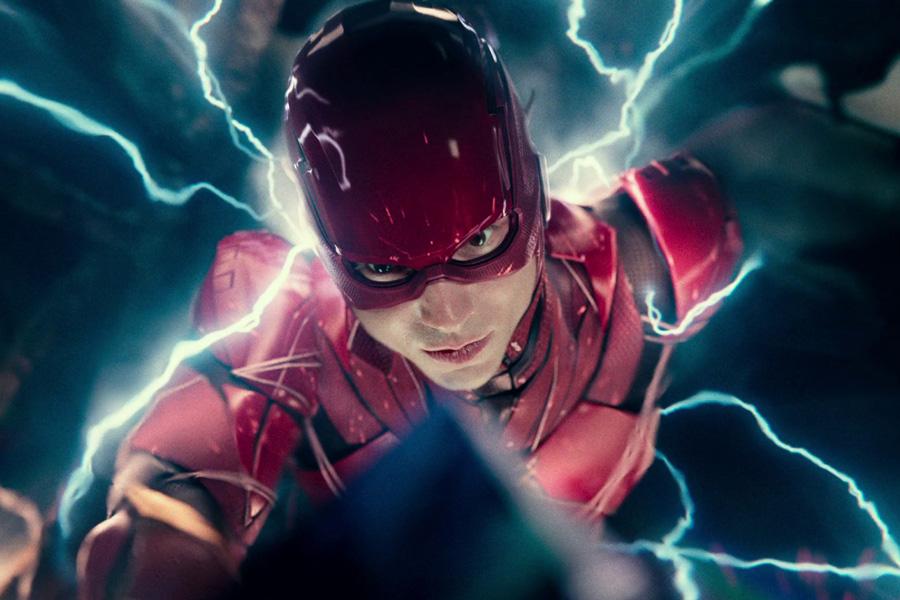 Ezra Miller seguirá interpretando a Flash