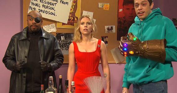 Scarlett Johansson enfrenta al Guantelete del Infinito