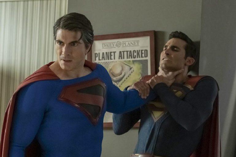 Superman vs Superman en Crisis en las Tierras Infinitas