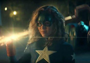 Conoce al primer villano de Stargirl en su nuevo spot