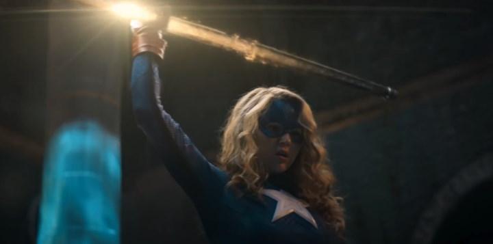 Conoce como se confecciona el traje de Stargirl