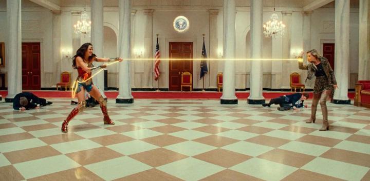 Diana y Cheetah se enfrentan en nuevas imágenes de Wonder Woman 1984