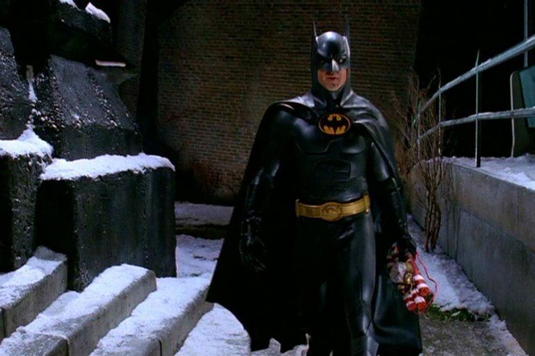 Arte conceptual de Crisis on Infinite Earths con Michael Keaton como Batman