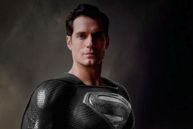 Zack Snyder muestra una escena de Superman con el traje negro en Justice League