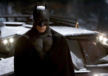 """Nolan dice que su trilogía de Batman llegó antes de la """"máquina de comercio"""" de los superhéroes"""