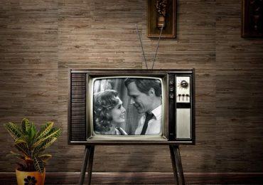 El encanto vintage de WandaVision llega con un nuevo póster