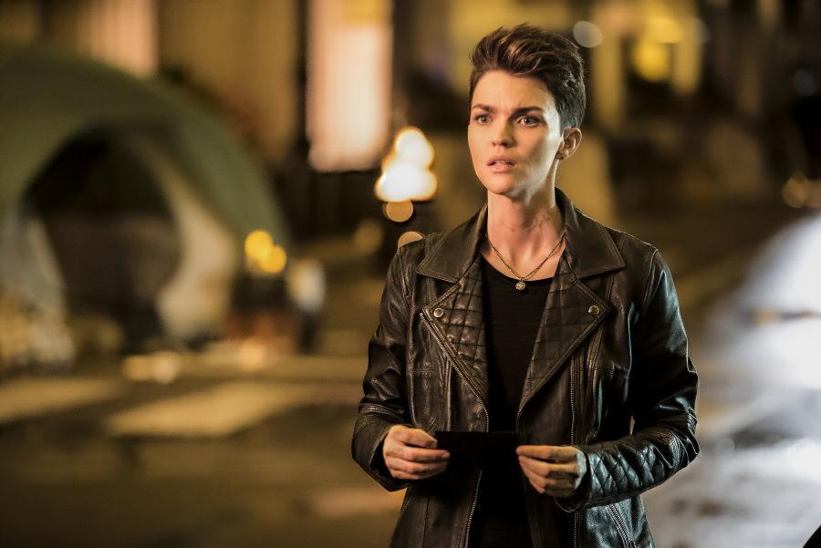 Batwoman: Wallis Day se incorpora como la nueva Kate Kane
