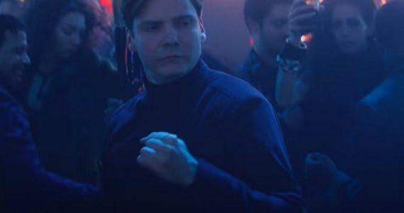 Daniel Brühl devela los secretos detrás de la escena de baile del Barón Zemo