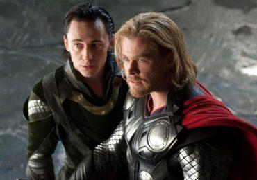 """Chris Hemsworth festeja 10 años de Thor con foto inédita de dos """"desconocidos"""""""