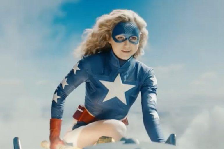 Nuevo póster de Stargirl anticipa la llegada de Eclipso