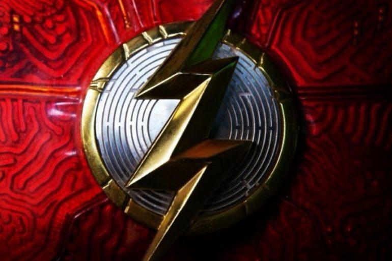 Primer vistazo al logotipo del traje de Ezra Miller en The Flash