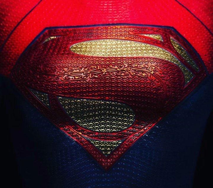 The Flash: su director muestra el escudo de Batman de Michael Keaton intervenido