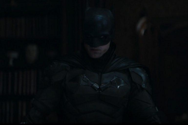 Matt Reeves comparte una foto inedita de la edición del nuevo tráiler de The Batman