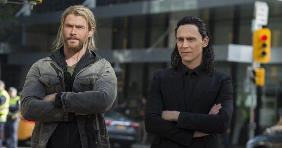 Tom Hiddleston explica como fue que Chris Hemsworth consiguió ser Thor